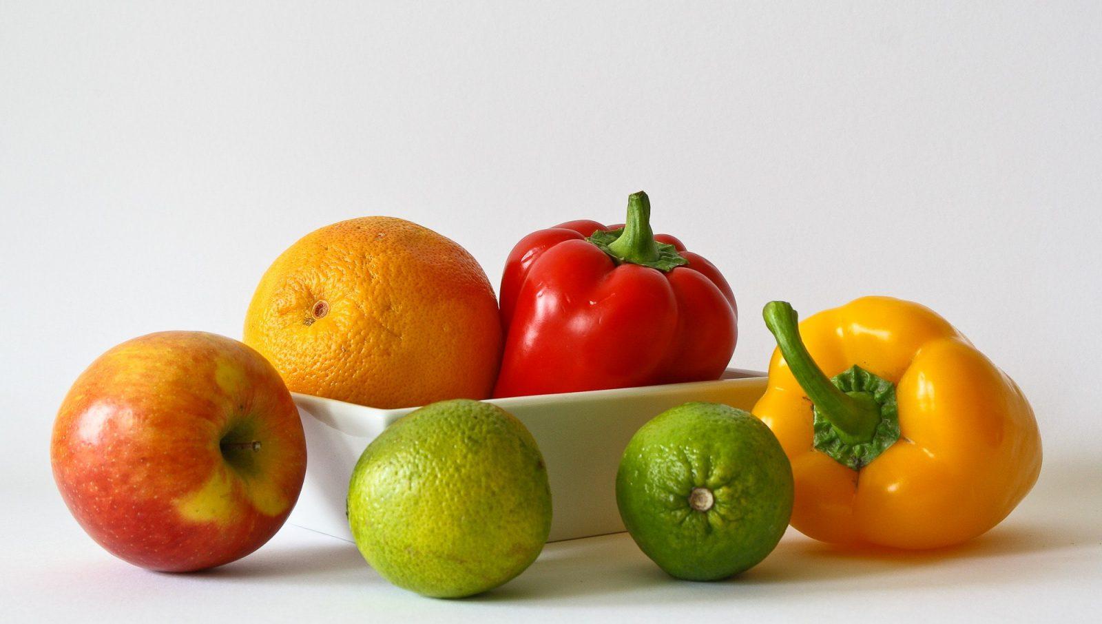 dieta vegana para cachorros: frutas e legumes